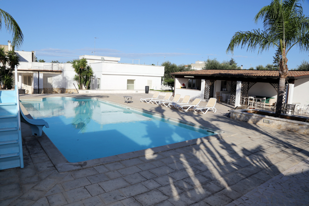 Swimming Pool Outside Cooking Booking